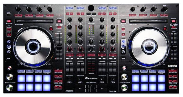 Pioneer DDJ SX que incorpora la versión más reciente de Serato DJ