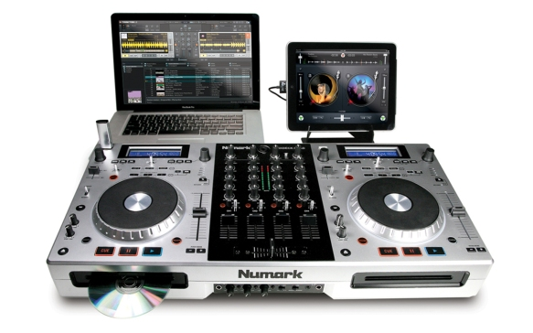 Numark MixDeck Quad. Permite trabajar con CDs, pendrive, ordenador, iPad, smartphone...